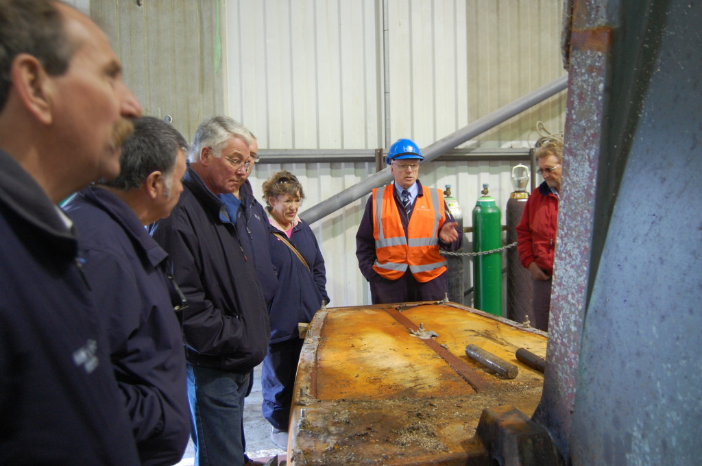 IIMS members inspecting a 6.5 ton Southerly yacht keel and base that had seen better days at Silvers Marine
