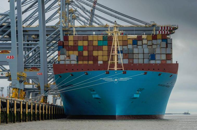 Munkebo Maersk becomes the biggest ship to sail the Thames