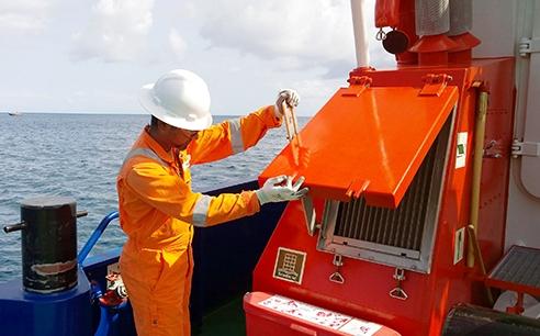 Surveyor Umar Ali from LR's Trinidad office carries out an inspection of the tugboat Trafalgar