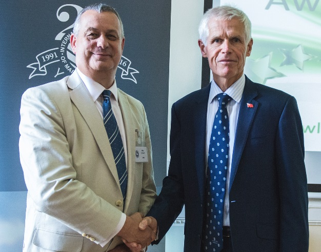 Sir Alan Massey, MCA CEO, (right), is thanked by IIMS CEO, Mike Schwarz, for presenting the IIMS Silver Jubilee Awards