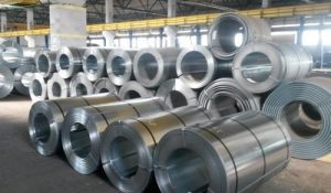 Steel coils come in many sizes and weights, and can be arranged in various ways regarding the placement of the locking coil, the number of tiers, and the dunnage.