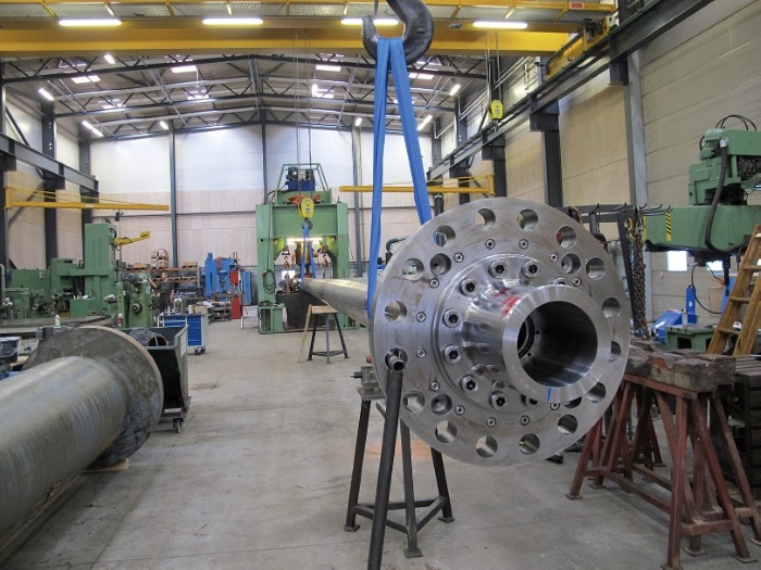 Cold straightening of bent shafts may save time and money